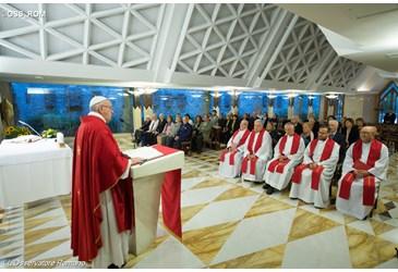 """Papa: guerra è vergogna, ad Assisi preghiamo il """"Dio di pace"""""""