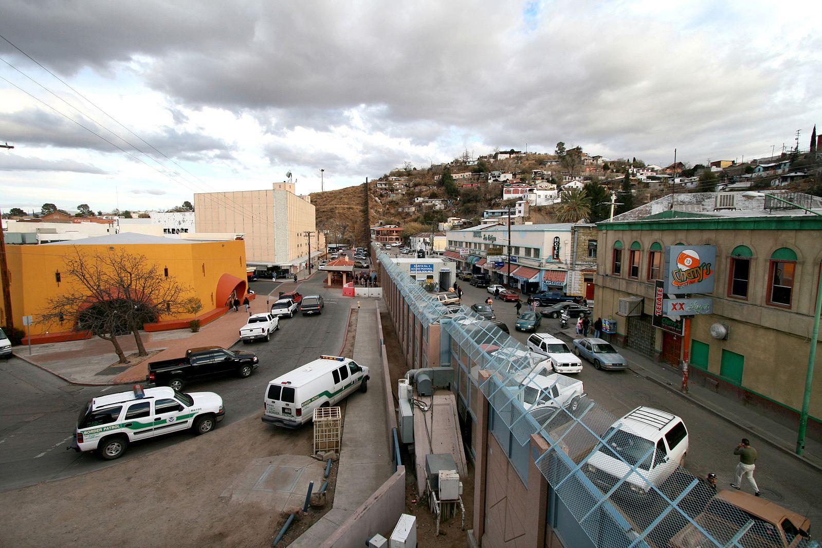 Dolore e Rifiuto per la Costruzione del Muro al Confine tra USA e Messico.
