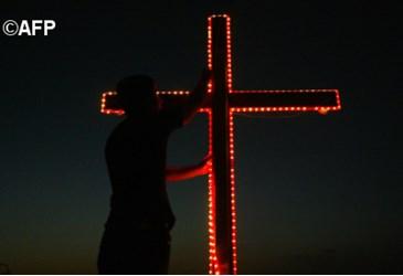 Francesco: aiutiamo i tanti cristiani perseguitati nel mondo